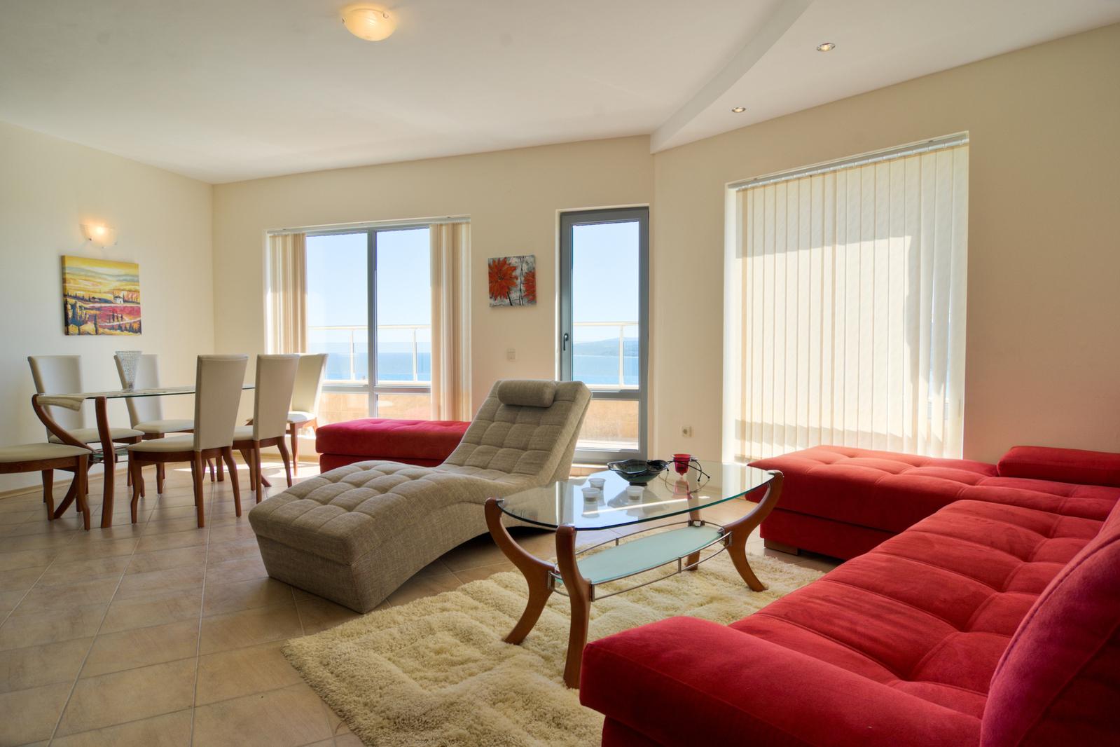 apartment-1206244-1599x1066